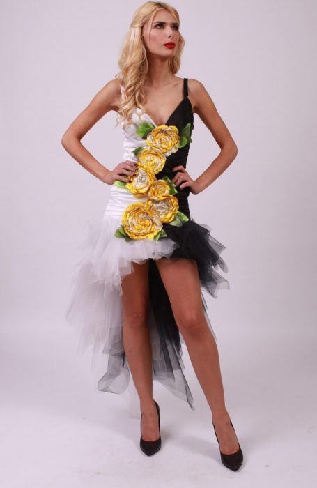 Rochie eleganta cu aplicatii trandafiri