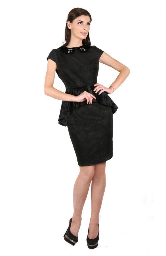 Rochie neagra cu aplicatii 1