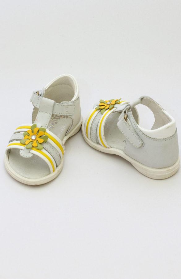 Sandale fete cu flori 1