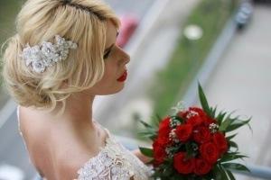 rochie-de-mireasa-din-matase-naturala-si-cu-broderii-lucrate-manual (14)
