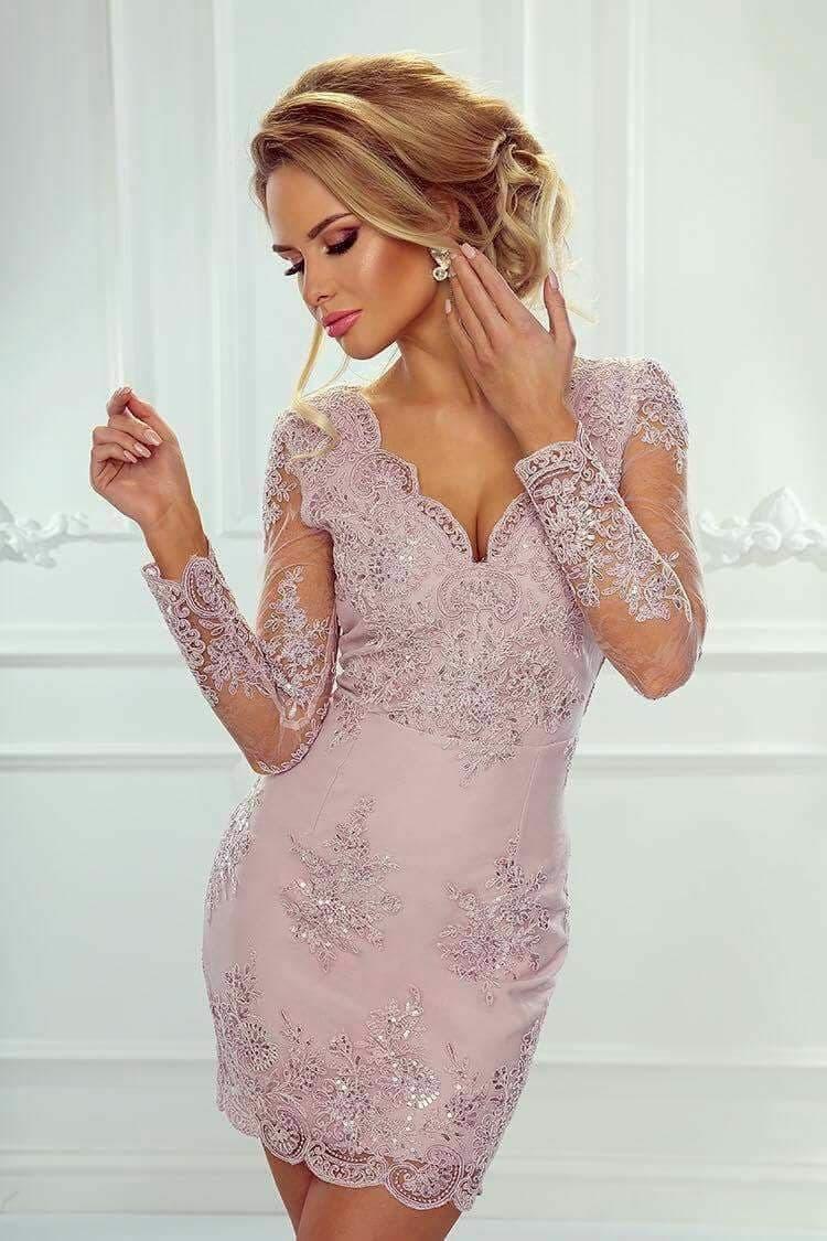 Rochie din dantela roz prafuit Gya alegerea perfecta pentru botez, nunta sau banchet. Alege rochia pe corp si straluceste.