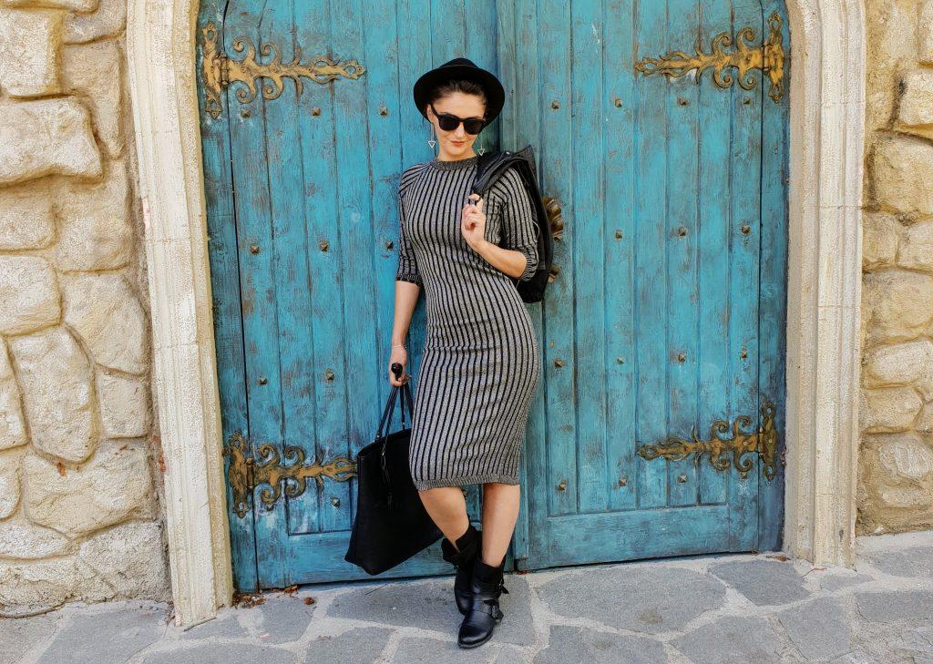 rochie tricotata neagra cu insertie de fir argintiu