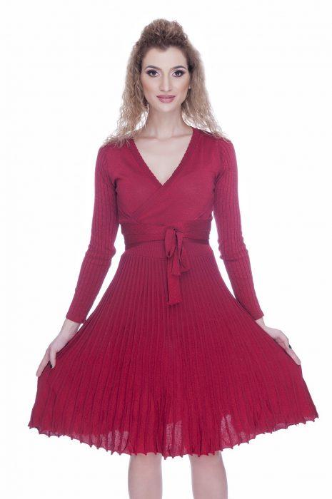 Rochie de iarna eleganta tricotara rosie