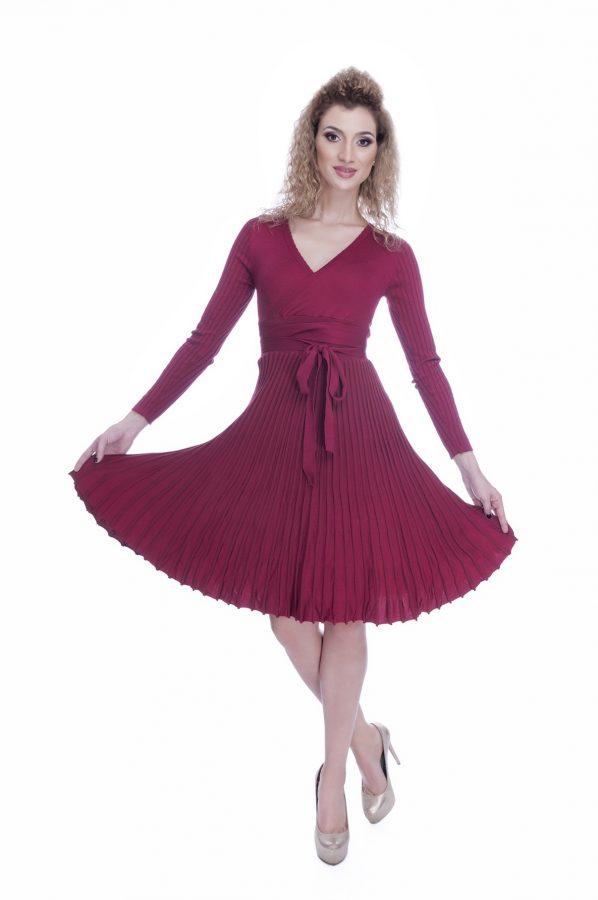 rochie-eleganta-de-zi-tricotata-burgund