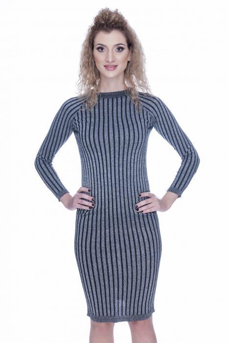 Rochie tricotata neagra cu insertii de fir argintiu