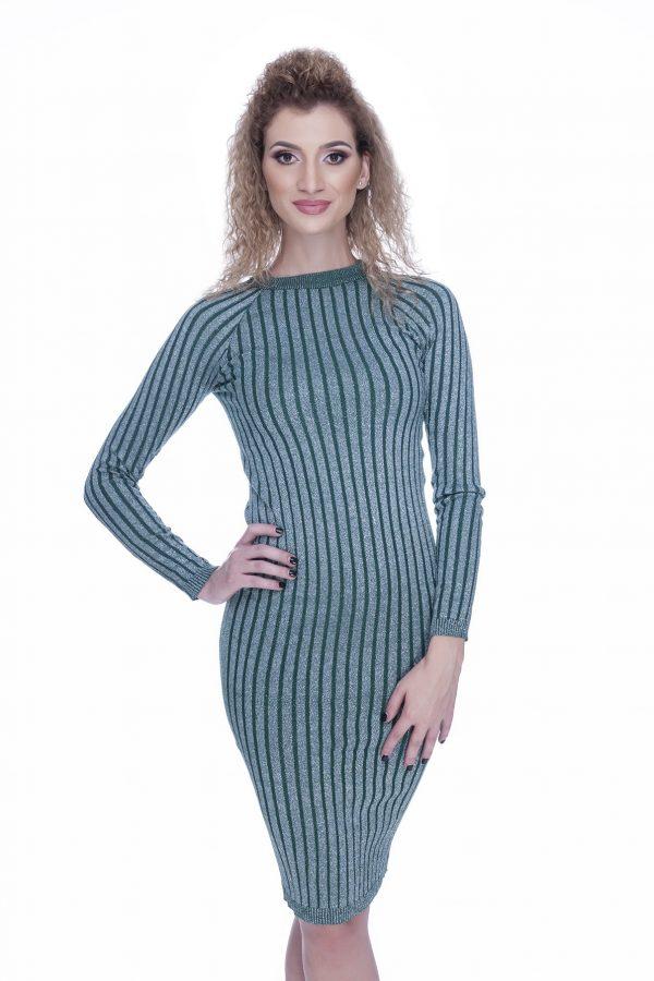 rochie-tricotata-verde-cu-insertii-fir-argintiu