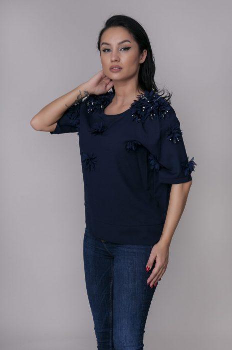 Bluze dama elegante cu aplicatii pentru tinute chic de la Myfashionizer.