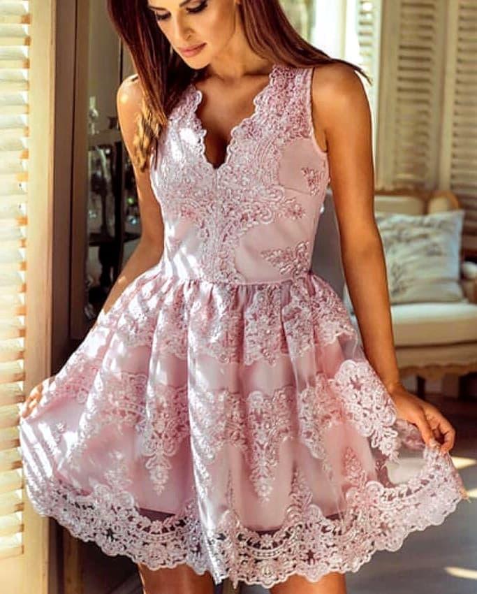 Rochie din dantela roz prafuit pentru banchet sau nunta.