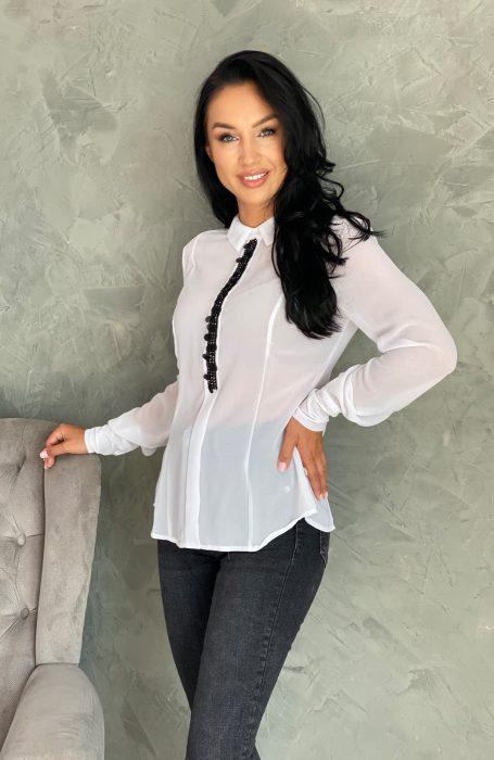 Camasa dama alba eleganta cu aplicatii pentru tinute chic. Alege sa porti camasi Myfashionizer.