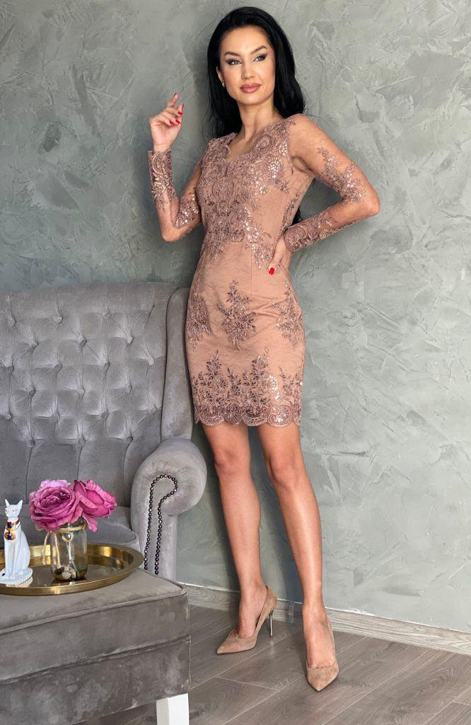 rochie de ocazie scurta din dantela este definitia elegantei. Rochie eleganta scurta poate fi purtata la o nunta, botez sau banchet. De asemenea poate fi purtata si de catre viitoare mirese pentru cununie civila.