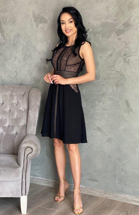 Rochie de ocazie neagra cu dantela pentru evenimente. Rochia baby doll este eleganta fiind combinatia perfecta intre dantela si voal.