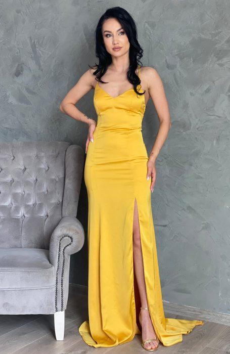 Rochie din satil lunga eleganta cu trena pentru o aparitie de exceptie. Rochia de ocazie este ideala pentru o nunta sau un botez.