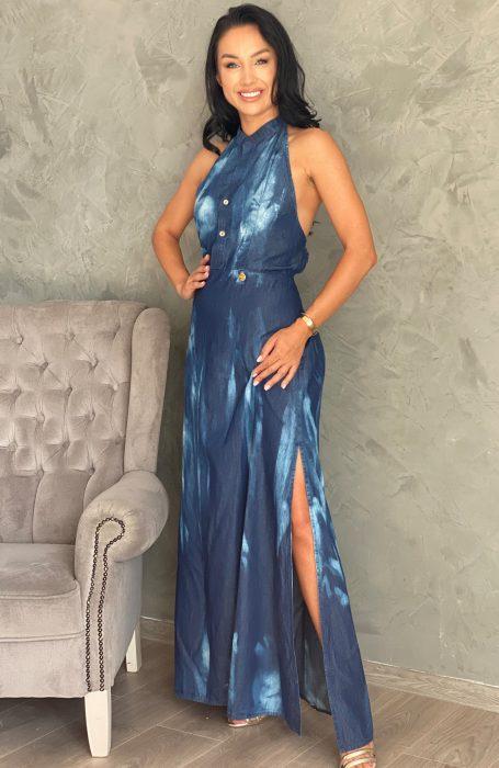 Rochie lunga din denim cu spatele gol model seducător al rochiței reprezintă alternativa perfectă pentru o iesire in oras sau la restaurant.