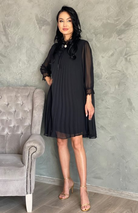 Rochie neagra eleganta vaporoasa este alegerea ideala pentru orice eveniment la care participi.