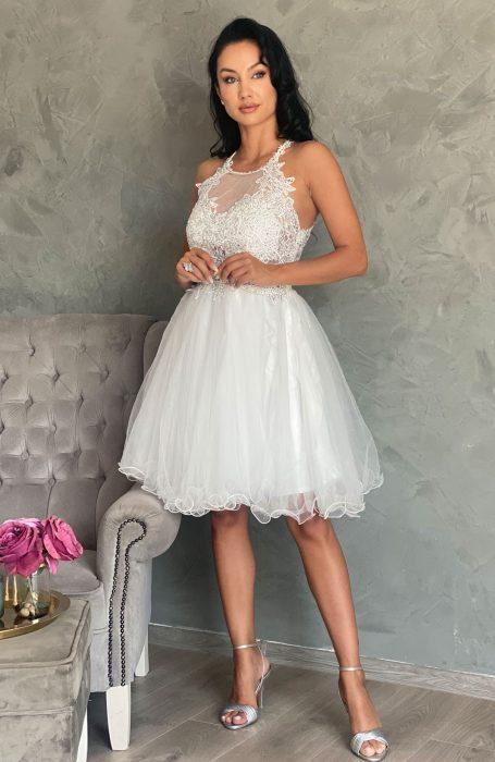 Rochie de cununie alba cu dantela si tul, eleganta si stil pentru viitoarele mirese.