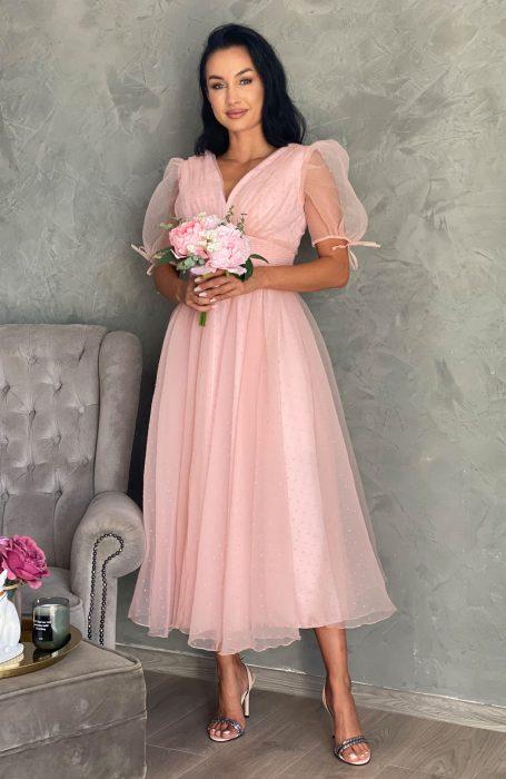 Rochie eleganta de ocazie din tul perfecta pentru nunta, botez sau banchet. Rochie de seara este in clos are maneci bufante si se inchide la spate ce fermoar. Rochita pentru evenimente are cupe inserate.