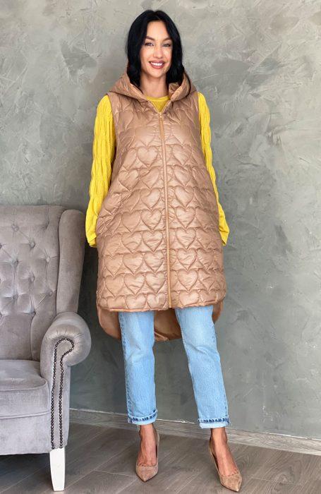 Vestele lungi matlasate sunt la mare cautare in sezonul racoros si vin in completarea outfit-ului tau pentru un look perfect.